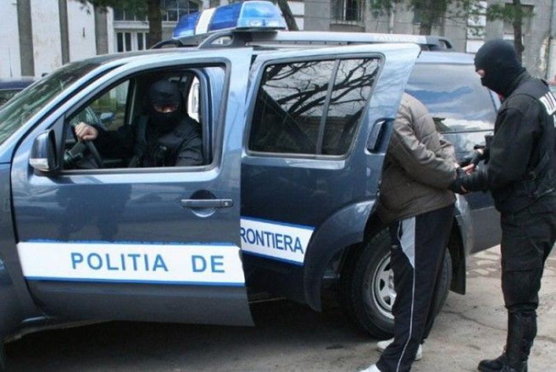 Doi bărbați căutaţi de autorităţile române pentru executarea unor pedepse depistaţi de Poliţiştii de frontieră la Vama Nădlac