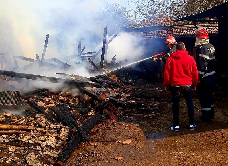 În numai 24 de ore, pompierii arădeni au intervenit la 24 de intervenții