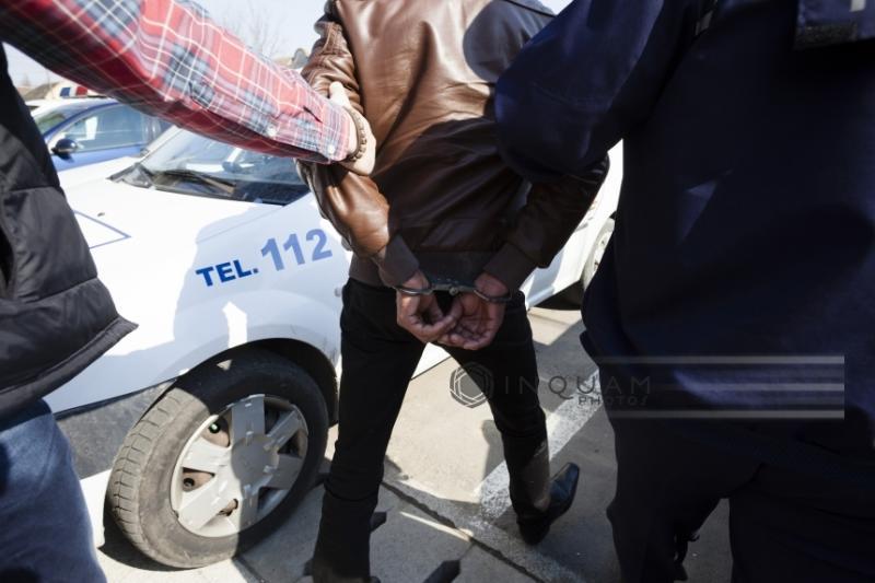Polițiștii pecicani au reținut 7 bărbați pentru șantaj