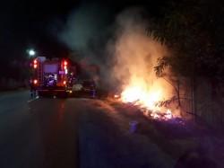 Pompierii se luptă cu flăcările și trag un semnal de alarmă către populație