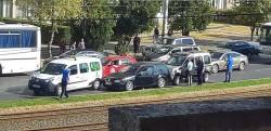 CARAMBOL între trei autoturisme pe Calea Aurel Vlaicu