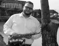 Îndrăgitul saxofonist arădean Raul Martin a plecat printre îngeri. Tânărul a murit la doar 26 de ani în urma unui infarct