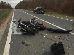Motociclist aruncat la zece metri în urma unui accident pe un drum din vestul ţării