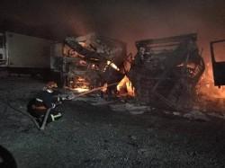 Trei camioane au luat foc în marți dimineața, în localitatea Cicir