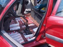 Polițiștii arădeni au găsit țigarete de contrabandă într-o mașină abandonată pe Pădurii