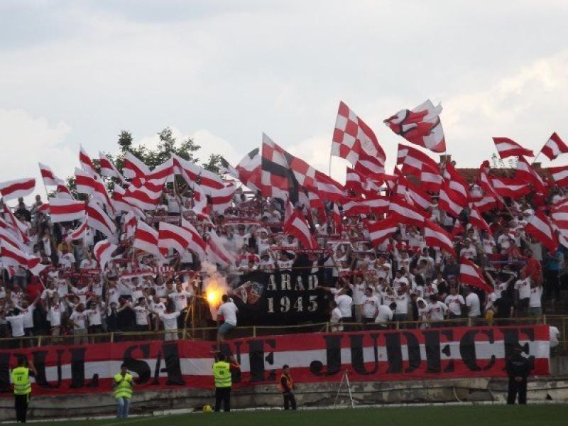 Jandarmii asigură măsurile de ordine la meciul de fotbal UTA ARAD - UNIVERSITATEA CLUJ