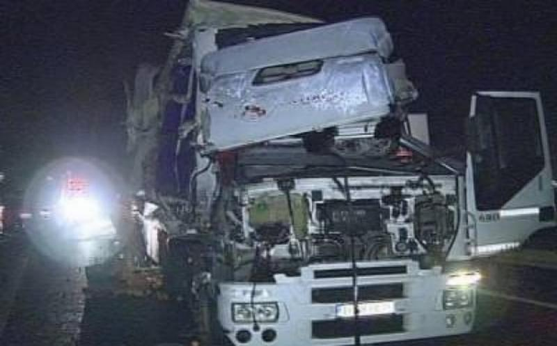 Accident între două TIR-uri luni dimineaţa pe autostrada lângă Vama Nădlac