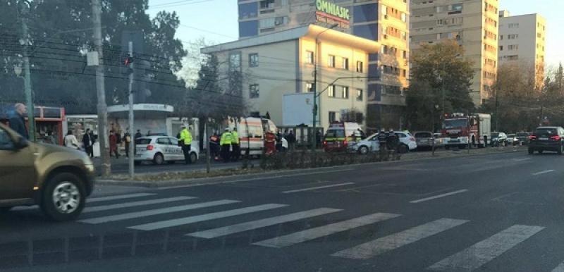 Grav accident într-o zonă intens circulată din Timișoara. O tânără a ajuns la spital