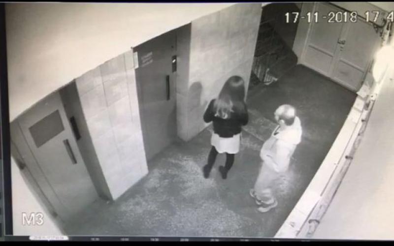 Tânără jefuită și bătută crunt în scara unui bloc la Alba Iulia. Agresorul a fost prins