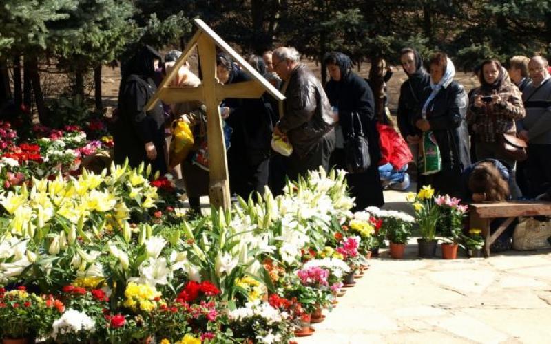 Astăzi se împlinesc 29 de ani de la moartea părintelui Arsenie Boca. La Mănăstirea Prislop s-au adunat sute de credincioși
