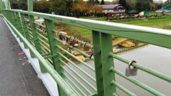 Bărbat de 60 de ani a vrut să se arunce de pe pod, vineri dimineața. Pompierii arădeni au ajuns la timp și i-au salvat viața