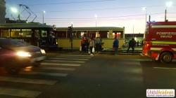 Un tânăr neatent și cu căștile pe urechi a fost lovit de două tramvaie. Accidentul a avut loc pe Calea Aurel Vlaicu