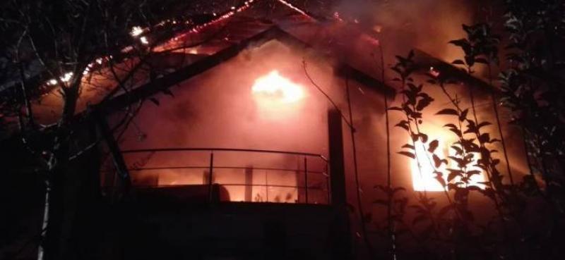 INCENDIU puternic lângă Timișoara. Pompierii s-au luptat ore bune cu flăcările