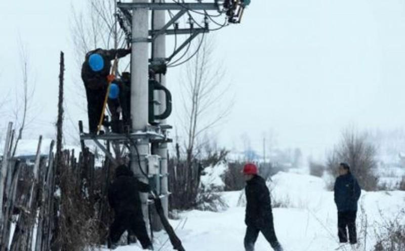 Luni seara, 21 de localități din Județul Arad încă nu aveau energie electrică