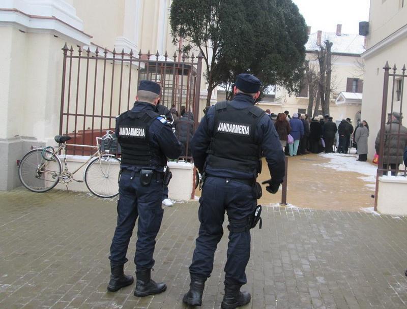 Peste 100 de jandarmi acționează zilnic în judeţul Arad în perioada sărbătorii Crăciunului