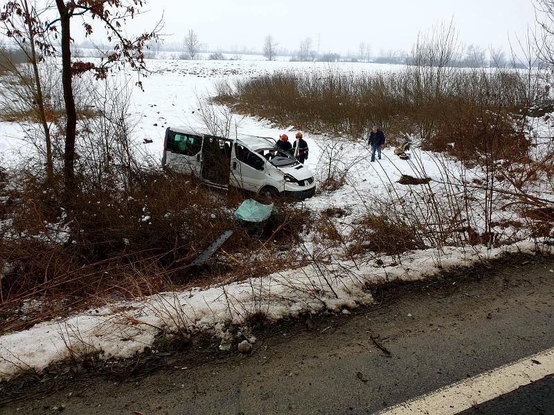 Doi copii au fost răniți după ce un microbuz în care se aflau a derapat pe DN 7 între Arad și Deva