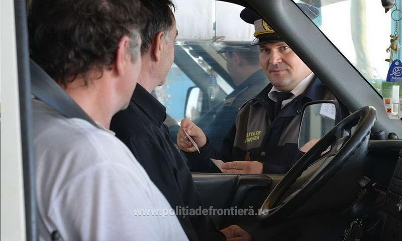 Minori ascunşi într-un autoturism, depistaţi la Vama Nădlac