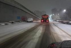 NINGE de 24 de ore în Arad şi se anunţă încă o noapte cu ninsori abundente