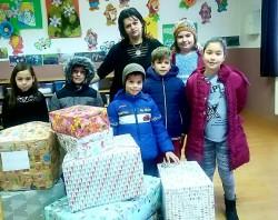 Moș Crăciun a ajuns deja la copiii necăjiți și le-a dus Cutia cu Suflet din partea elevilor de la Liceul cu Program Sportiv Arad