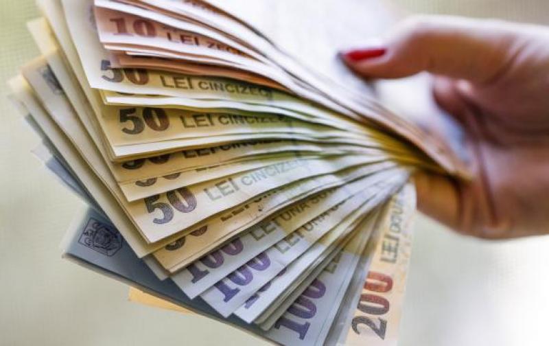 Bugetarii vor primi bani în plus începând din luna februarie
