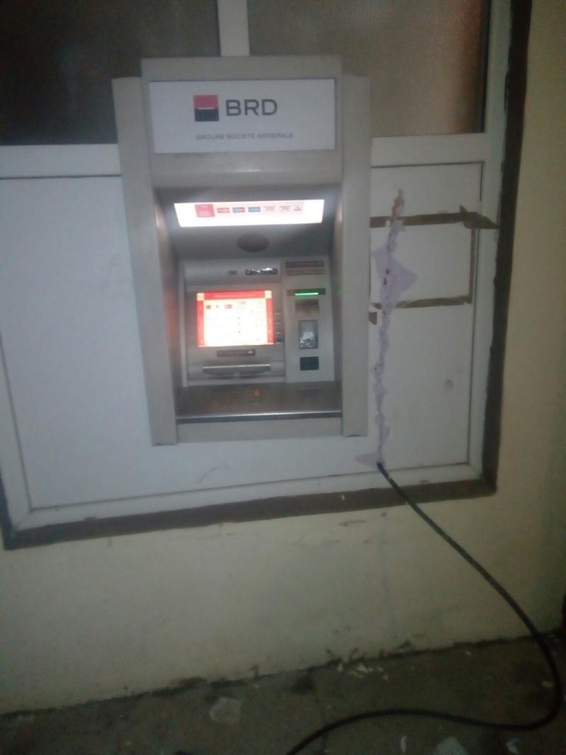 Au provocat o EXPLOZIE, încercând să fure dintr-un bancomat din Alfa