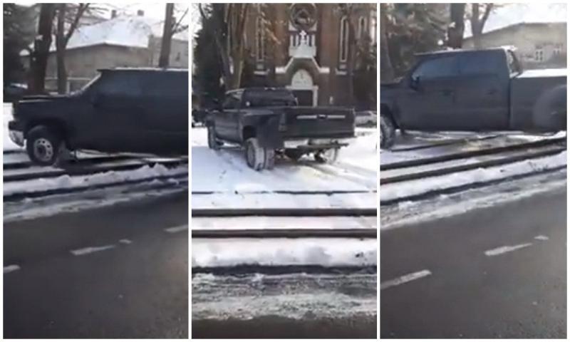 """Bizonul zilei – Cu """"JIPANUL"""" peste liniile de tramvai"""