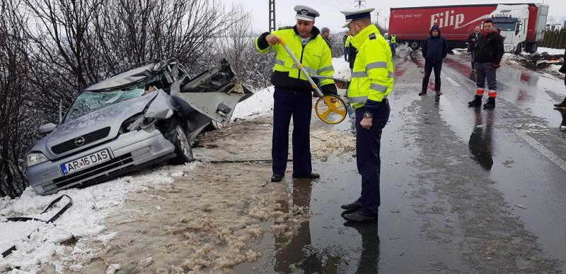 GRAV accident rutier cu o persoană încarcerată, pe drumul Arad-Curtici