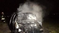 O mașină a ars ca o torță marți noaptea, la Șofronea