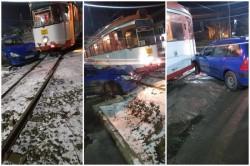 Accident pe strada Pădurii. Un autoturism şi un tramvai s-au întâlnit într-un mod nefericit