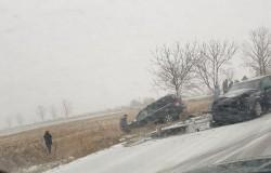 Accident lângă Moara cu Noroc, două persoane rănite!