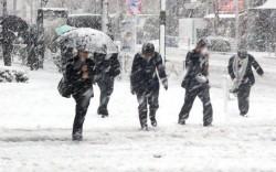 Avertizare METEO pentru toată ţara! Ninsori și strat nou de zăpadă, intensificări temporare ale vântului, precipitații mixte, polei