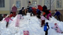 Elevii s-au întors de luni 14 ianuarie la școală. Când este următoarea vacanță