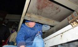 Douăzeci şi trei de irakieni și sirieni, descoperiți ascunşi într-un automarfar, respectiv într-o autoutilitară, la P.T.F. Nădlac II