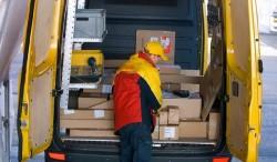 Doi români au furat toate coletele unei firme de curierat în prima zi a lor de muncă