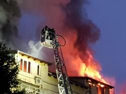 INCENDIU de proporții la Timișoara. Mansarda unui bloc a fost cuprinsă de flăcări