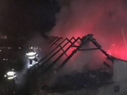 O casă din Lipova a luat foc marți noaptea
