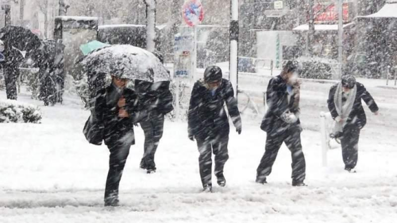 Gerul pune stăpânire peste România. Când şi unde revin ninsorile