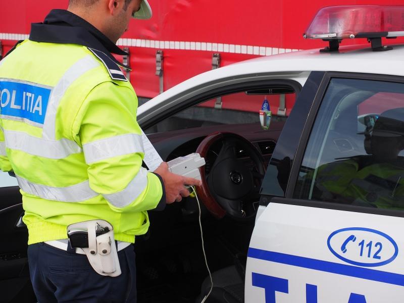 Bărbat din Nădab, fără permis și beat la volan reținut de polițiști