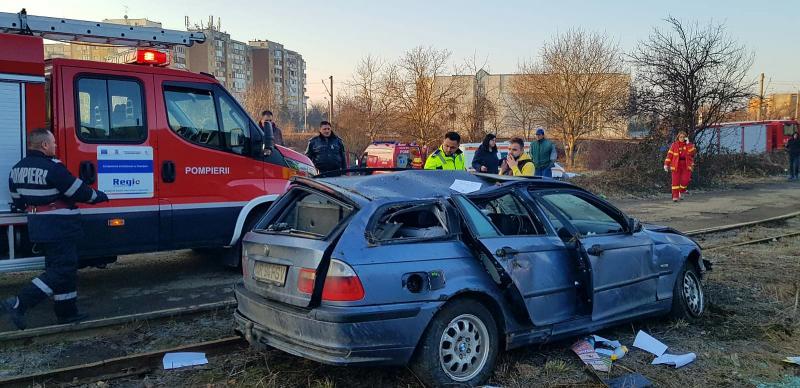 Autoturism căzut de pe podul din Micălaca, lângă Maranata