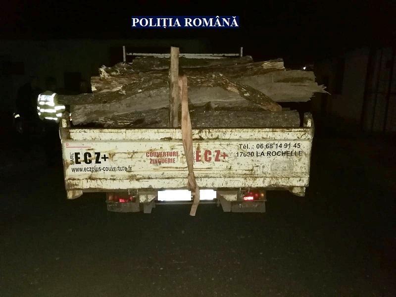 Amendă de 5.000 lei pentru un transport ilegal de lemne, la Lipova