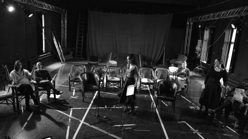 """""""Familia Ibsen"""" – un nou proiect teatral la Teatrul Clasic """"Ioan Slavici"""""""