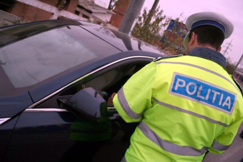 Șofer din Iași, depistat de polițiști la Bocsig, fără permis de conducere