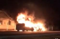 Ca-n filme : un bărbat din Șiclău și-a dat foc la mașini