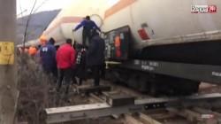 Un tren încărcat cu substanțe periculoase a deraiat în județul Caraș-Severin