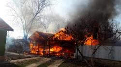 Tocmai ce ieșeau de la serviciu și au observat că o casă a luat foc. Povestea celor trei salvatori