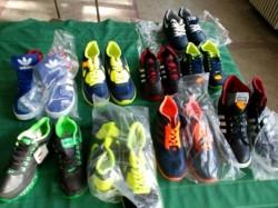 Încălțăminte contrafăcută, confiscată de polițiști