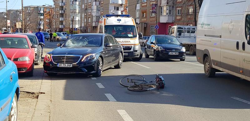 Biciclistul accident grav pe Banu Mărăcine de șoferul unui Mercedes a murit la spital
