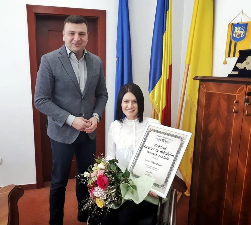 """Lidia Leahu a primit diploma """"Arădeni cu care ne mândrim"""""""