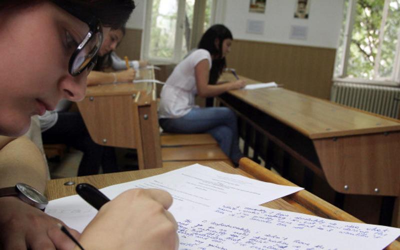 Mari emoții pentru elevii claselor a VIII-a care au început astăzi Simularea Evaluării Naționale