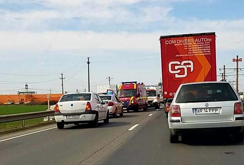 La ieșire din Vladimirescu spre Arad, 4 autoturisme au fost implicate într-un carambol